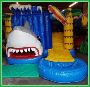 baby shark springkussen plonsbad