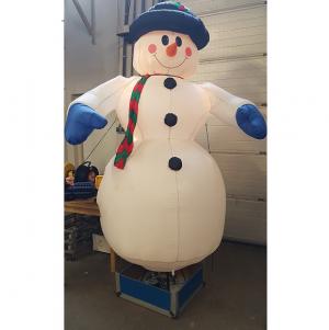 sneeuwman 2.5 m hoog
