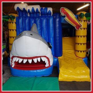 Shark springkussen glijbaan